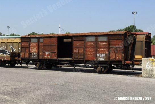 Carro FFI acquistato da SVF a Padova Interporto, in attesa di essere trasportato a Primolano (16/07/2010; Marco Bruzzo / SVF)